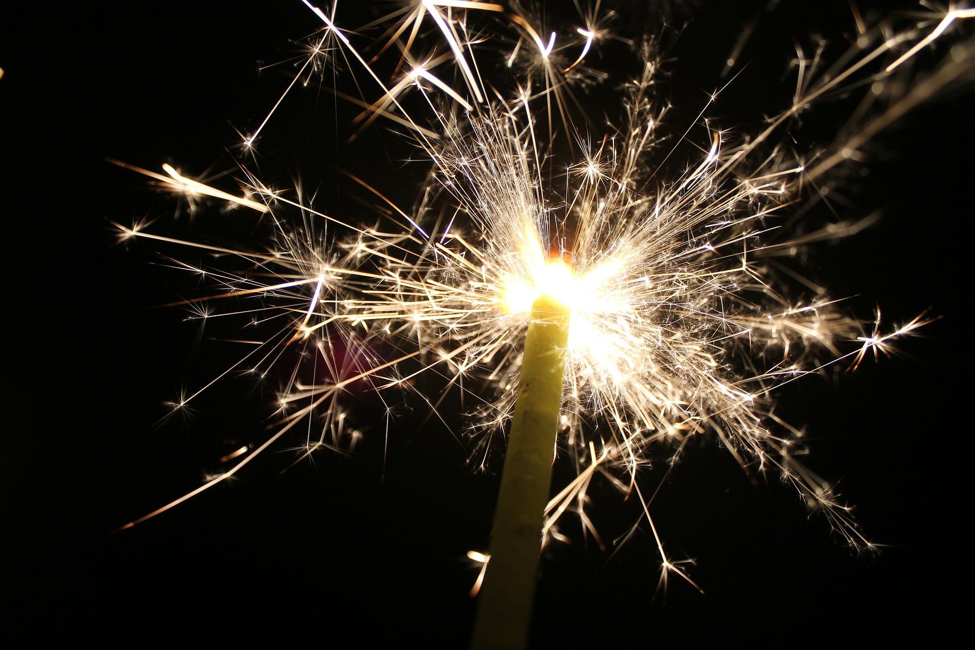 sparklers-143036_1920
